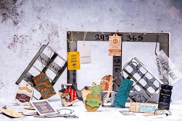 etiquetas de papel y cartón